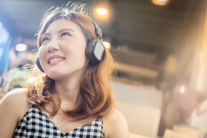 ทำไมฉันถึงควรซื้อหูฟัง On Ear?