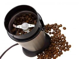 เครื่องบดเมล็ดกาแฟแบบใบมีด: ข้อดีและข้อเสีย