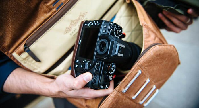 """กระเป๋ากล้อง Peak Design Everyday Messenger13"""" สี Charcoal"""